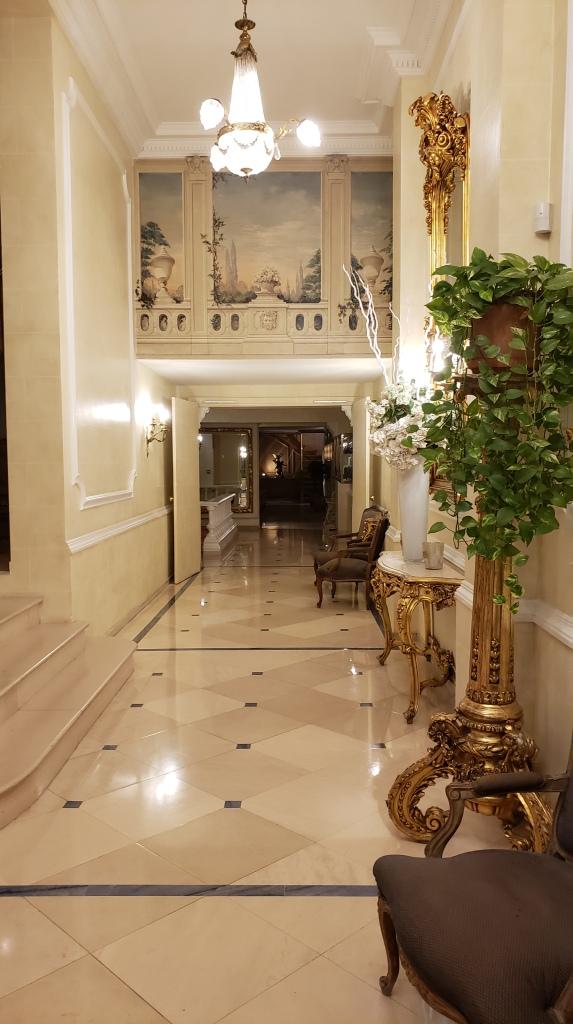 Manos Stéphanie Hôtel interior