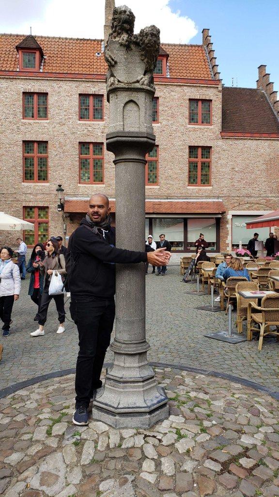 Jamal explaining how public punishments and executions took place.
